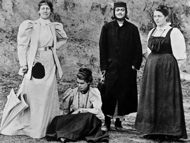 Sister Nivedita, Master and Group Photo