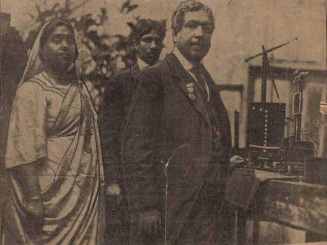 JC Bose and his own Laboratory