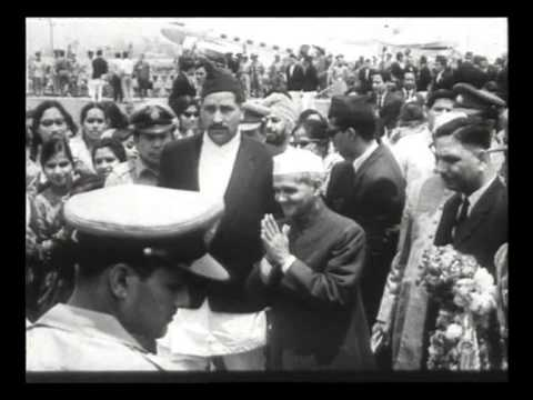 Lal Bahadur Shastri Greeted by people