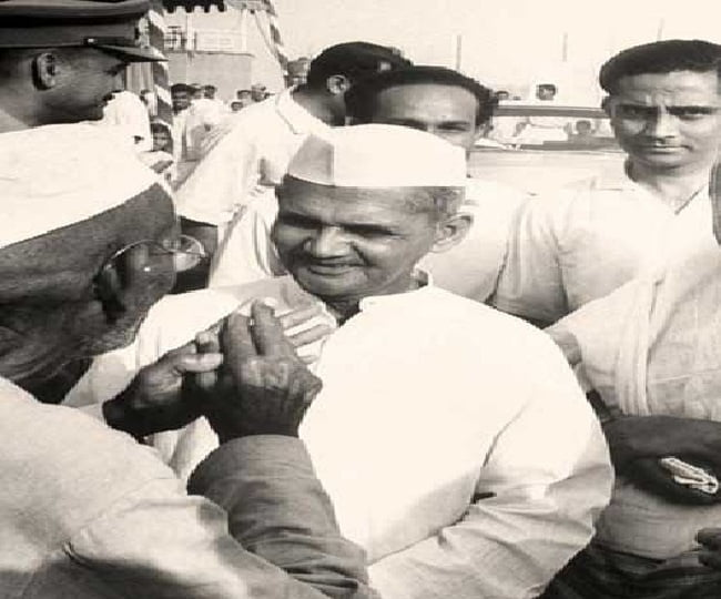 Lal Bahadur Shastri with the people